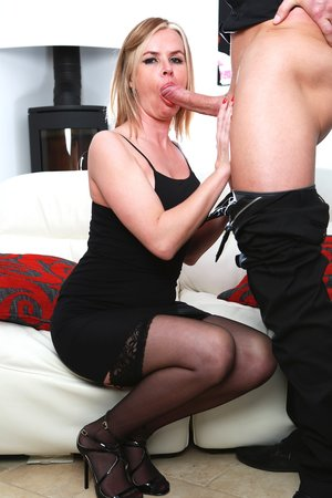 Accomplished Cougar Summer Rose Gets a Meaty Facial