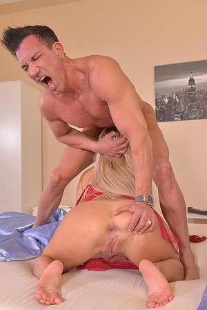She SuXXX His Dick: Face Ravaging For A Huge Seed Load!